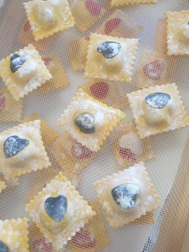 Ravioli: mortadella, pistacchi, ricotta, parmigiano