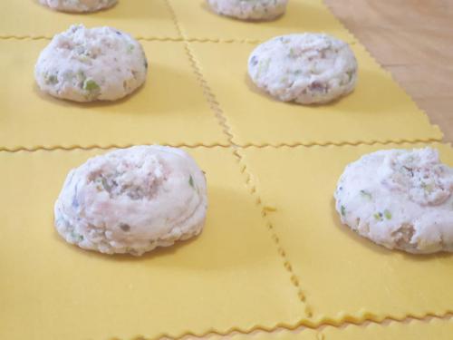 Tortelloni paglia e fieno con ripieno di Mortadella, pistacchi, parmigiano e ricotta